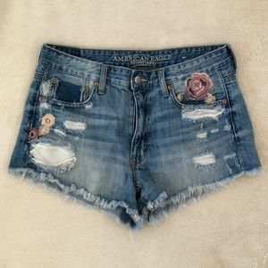AMERICAN EAGLE Distressed High Rise Shorts